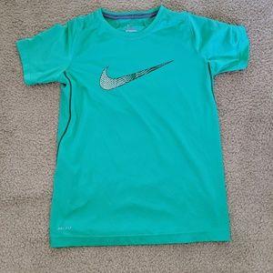 Nike dri fit boys tee EUC